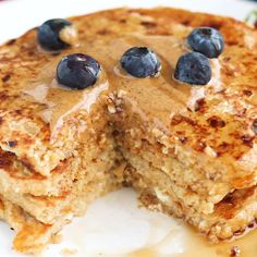 Cottage Cheese Protein for the win! If you're all about healthy pancakes and getting a protein boost at the same time then you will love this protein pancake recipe! They're made with ground oat flour, cottage cheese, and mashed banana. Cottage Cheese Pancakes, Oat Pancakes, Cottage Cheese Desserts, Oatmeal Protein Pancakes, Cottage Cheese Breakfast, Queijo Cottage, Savoury Cake, Oat Flour, Clean Eating Snacks