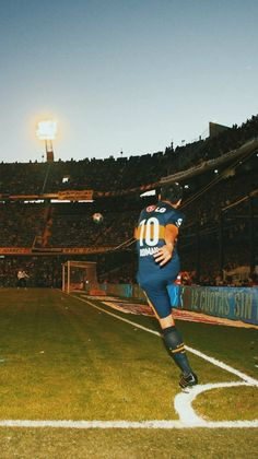 Ronaldo Football, Soccer Photography, Best Football Players, Pumas, Historical Photos, World Cup, Romance, Leo, Portrait