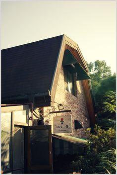 Cafe '봄'.  [Jeju Bom Cafe/Stay 제주 봄 카페/스테이- Cafe · Coffee Shop · Lodge] Address : 검은여로 130번길 68-16 (토평동 329-1) Seogwipo, Jeju. http://www.jeju-bom.com/