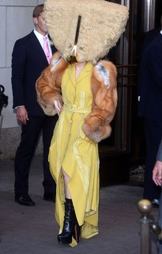 THIS IS REAL LIFE. Lady Gaga dressed up like a chicken in a giant furry mask and yellow dress while promoting her ARTPOP album in Berlin, Germany on Oct. Lady Gaga Outfits, Lady Gaga Dresses, Lady Gaga Fashion, Men's Fashion, Lady Gaga Artpop, Crazy Dresses, Crazy Outfits, Lady Gaga Vestidos, Lady Gaga Costume