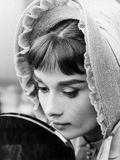 Audrey Hepburn Pictures, Audrey Hepburn Born, Golden Age Of Hollywood, Classic Hollywood, Old Hollywood, Henry Fonda, Nostalgia, Fair Lady, Michael Phelps
