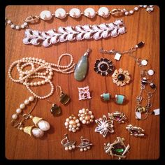 LOT - assorted costume jewelry pieces. Lots of fun odds and ends! Please let me know if you have any questions!! Jewelry