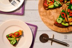 It's a fact that 10 out of 10 people like pizza. With that in mid, I come here today to present you with a vegan, gluten free and super digestive Quinoa Pizza Crust. Click on link down below and grab this delicious recipe (também em português). Quinoa Pizza Crust, Tacos, Gluten Free, Yummy Food, Link, Ethnic Recipes, People, Brazil, Vegans