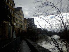 Über den Zwingel vom Hölderlinturm zur Neckarbrücke... im Sommer ein Traum zum sitzen, flirten und....