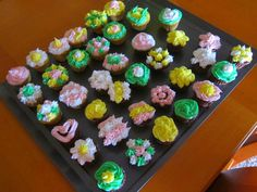 You need to watch this video to find out how easy it is for you to put your icing into zip lock bags and use them to decorate your cup cakes. Ever wondered...