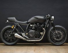 Return of the Cafe Racers >> Blacked out Yamaha XJR1300 Monkeefist