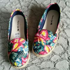 DISCOUNTED Tropical print with weaved rope flats Tropical print slip on flats with weaved rope around the bottom of the shoes!  💞   All man-made materials! 💟 American Eagle by Payless Shoes Flats & Loafers