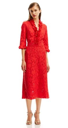 A common predicament for ladies 50 and over is that it can be hard to shop for racewear. Carnival Fashion, Spring Racing Carnival, Scanlan Theodore, Race Wear, Races Fashion, Color Trends, Frocks, Fascinator, Lady In Red