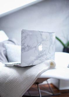 Une coque pour mon mac mais ATTENTIOOOOOON on doit toujours voir la pomme sinon c'est plus stylé du tout