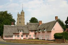 The pink cottages and st Mary's Church in the Suffolk village of Cavendish Interesting Buildings, England And Scotland, Pink Houses, British Isles, Wonders Of The World, Mansions, House Styles, Suffolk England, England Uk