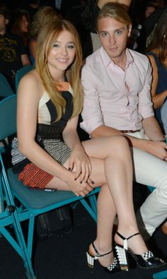 """Chloe with Trevor Moretz, brother and acting coach --- """"My brother Trevor is… British Actresses, Hollywood Actresses, Hit Girl, Chloe Morets, Stilettos, Georgie, Girls In Mini Skirts, Good Looking Women, Lovely Legs"""