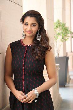 Beautiful Girl Indian, Most Beautiful Indian Actress, Beautiful Actresses, Beautiful Women, Priya Bhavani Shankar, Actress Priya, Indian Navel, Malayalam Actress, Tamil Actress Photos