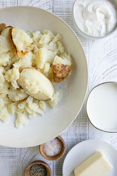 Twice Baked Potatoes Easy Twice Baked Potatoes, Baked Potato Recipes, Brown Rice Cooking, Perfect Baked Potato, Fluffy Mashed Potatoes, Fresh Chives, Side Dishes Easy, Cheddar Cheese, Salad Recipes
