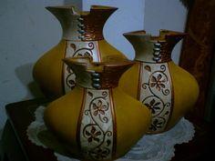 Yellow Vans, Porcelain Ceramics, Vases Decor, Bottle Crafts, Stone Painting, African Art, Glass Art, Interior Decorating, Sculpture