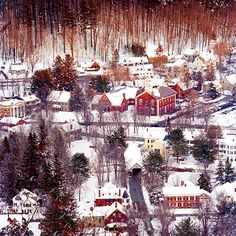 Woodstock, Vermont on the way to Montpelier. Such a picturesque town. Le Vermont, Vermont Winter, Winter Szenen, Winter Time, Winter Christmas, Merry Christmas, New England States, New England Travel, Dream Vacations