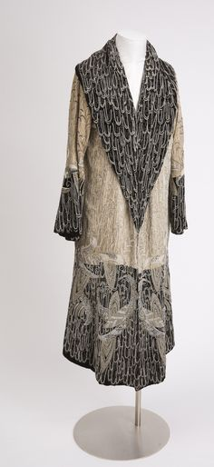 Evening coat in white velvet with applied black beads, white beads, and silver metallic embroidery, Cooper Hewitt collection, Smithsonian Design Museum 20s Fashion, Fashion History, Art Deco Fashion, Timeless Fashion, Vintage Fashion, Fashion Outfits, Womens Fashion, Fashion Tips, Vintage Gowns