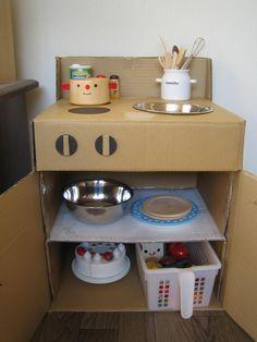 おままごとキッチンを作りました(1歳7ヶ月+17日) : Petit bonheur Cardboard Kitchen, Cardboard Box Crafts, Cardboard Toys, Paper Crafts, Diy Kids Kitchen, Toy Kitchen, Detergent Bottle Crafts, Diy Karton, Licht Box
