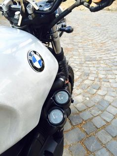 ...una BMW K100 Scrambler un po' cattiva!