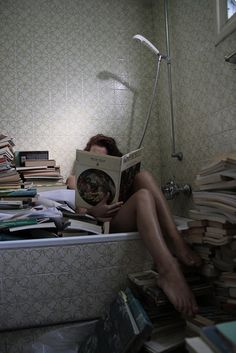 oh a girl and books (and a bathtub)