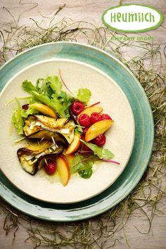 Gegrillte Melanzani mit Heumilch-Camembert.  Ein tolles Gericht für Grill oder Raclette.  Unser Tipp: Die Scheiben der Melanzani bzw. Aubergine gründlich einsalzen, damit diese schön weich und formbar wird. Brunch, Pasta Salad, Ethnic Recipes, Food, Cooking Recipes, Eat Lunch, Dinners, Hay, Crab Pasta Salad