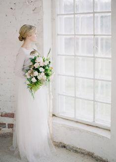 HEY LOOK: Organic contemporary winter wedding inspiration Photo: Petra Veikkola