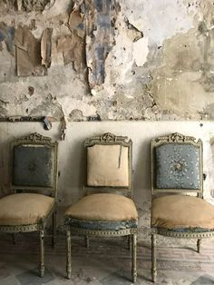 """isabeaugrey: """"Poetic Dilapidation """"Beauty of whatever kind, in its supreme development, invariably excites the sensitive soul to tears."""" —Edgar Allan Poe 📸 Ineke Van Leeuwen """" Have a seat Antique Interior, French Interior, Interior Design, Meas Vintage, Gris Taupe, Dream House Interior, Banquettes, Antique Chairs, Take A Seat"""
