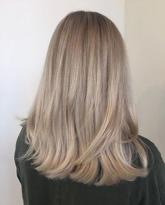 haar knippen Soft cool blonde by Georgiana (Salon - Soft Blonde Hair, Neutral Blonde, Blonde Hair Looks, Cool Blonde, Ashy Blonde, Blonde Braids, Curls For Long Hair, Medium Long Hair, Medium Blonde