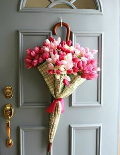 Umbrella Spring Door Decor - Nice page with links to different Spring Wreath Tutorials.