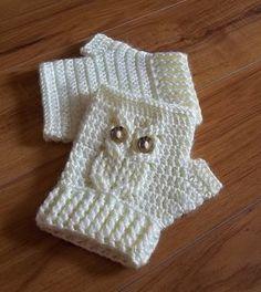 It's a Hoot Owl Texting Gloves, a fingerless crochet mitt PATTERN. Crochet Gloves Pattern, Knitting Patterns, Crochet Patterns, Owl Patterns, Crochet Baby, Free Crochet, Knit Crochet, Crochet Clutch, Baby Knitting