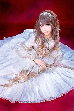 Hizaki in pretty dress = He is such an awesome guitarist
