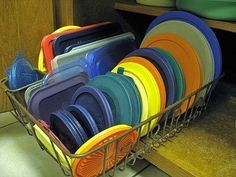 our house needs some serious help w/ tupperware. Here's the idea: Use a dish drainer to organize pot lids, or Tupperware lids in a cabinet. You can find them in all sizes now, to fit almost any cabinet, and they are super cheap at the dollar store! Organisation Hacks, Kitchen Organization, Organizing Ideas, Organising Tips, Kitchen Storage, Organized Kitchen, Organization Station, Household Organization, Kitchen Cupboard
