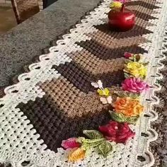 Crochet Home, Diy Crochet, Crochet Doilies, Patchwork Blanket, Diy And Crafts, Knitting, Sewing, Runners, Crocheting