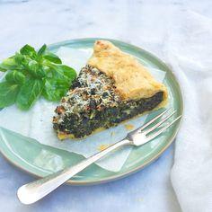 Deze boerenkooltaart met bladerdeeg is snel, makkelijk én lekker! En ook nog eens boordevol groente. Ideaal dus voor doordeweeks. Recept boerenkooltaart »»