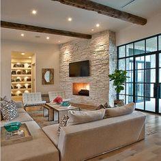 Sala en color beige y detalles madera