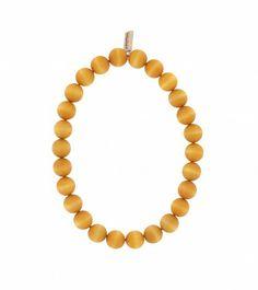 Handgefertigte Halskette der finnischen Manufaktur AARIKKA. #Halskette #Holzschmuck #Perlenkette  #stilvoll #zeitlos #elegant #gelb #nachhaltig
