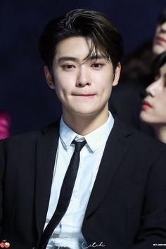 "Mint Litchi #재현 on Twitter: ""191116 VLIVE AWARDS 👼🏻👼🏻👼🏻👑👑👑 #재현 #JAEHYUN #NCT127… "" Taeyong, Winwin, K Pop, Grupo Nct, Jung Yoon, Valentines For Boys, Jung Jaehyun, Jaehyun Nct, Kpop Guys"
