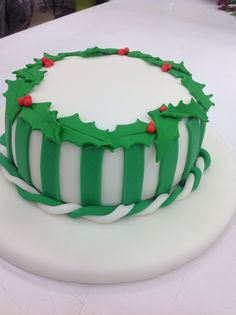 Maria Garces Luz made this beautiful Fondant cake in Course 3 - Gum Paste and Fondant. Call Mona at for more information on classes. Cupcake Cakes, Cupcakes, Cake Piping, Cake Decorating Classes, Gum Paste Flowers, Happy Holidays, Fondant, 3 D, Party