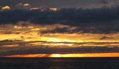 Nubes sobre el amanecer...., via Flickr.