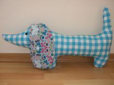 Teckel blauw aqua aquablauw geblokt 1 hond knuffel kinderkamer decoratie babykamer kraamcadeau