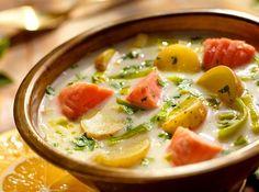 Μιας και η θερμοκρασία έχει πέσει για τα καλά σου δίνουμε τις πιο νόστιμες συνταγές με σούπες. Greek Beauty, Polish Recipes, Polish Food, Lidl, Greek Recipes, Cheeseburger Chowder, Thai Red Curry, Ramen, Food And Drink