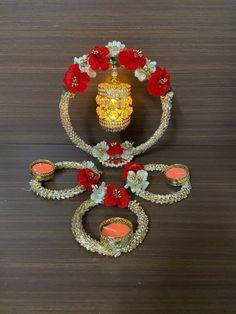 Diwali Decoration Items, Diya Decoration Ideas, Diwali Decorations At Home, Diwali Designs, Acrylic Rangoli, Diy And Crafts, Paper Crafts, Diwali Diya, Cushion Cover Designs