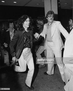 Jimmy Page and Robert Plant leave Cinema One after watching the premiere Led Zeppelin movie 'The Song Remains the Same. Great Bands, Cool Bands, Hard Rock, Robert Plant Led Zeppelin, Blues, Jimmy Page, Girl Problems, Country Music, Rock N Roll