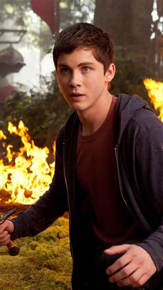 Percy jackson e gli dei dellolimpo il ladro di fulmini pdf gratis logan lerman in percy jackson sea of monsters fandeluxe Image collections