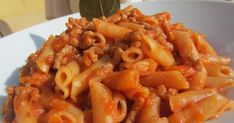 macarrones con carne con thermomix, pasta thermomix, Pasta Thermomix, Pasta Salad, Macaroni And Cheese, Shrimp, Pizza, Chicken, Meat, Ethnic Recipes, Food