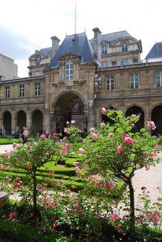 Musee Carnavalet gardens in Le Marais, Paris