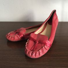 Kate Spade Pink Snakeskin Flats Preppy style Kate Spade snakeskin flats with cute bow detail. Great for workdays with pants or dresses or weekends with summer dresses & shorts. Gently used condition, these have been loved! Box not included. kate spade Shoes Flats & Loafers