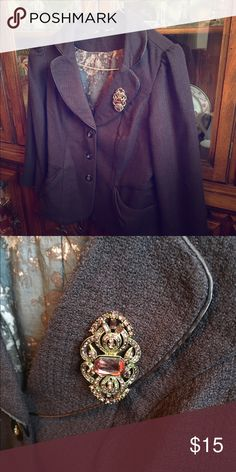 ❗️SALE ❗️Maurice's Brown blazer with brooch Maurice's brown blazer with brooch, floral lining. Only worn once. Brooch is removable to be worn with other pieces in your collection. Classic and professional. Maurices Jackets & Coats Blazers