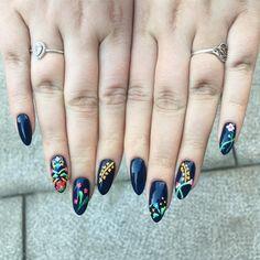 Om du ikke fikk sett disse Bunadsneglene på @gmn så får du... • nailsbymarind Nails, Ongles, Finger Nails, Sns Nails, Nail Manicure