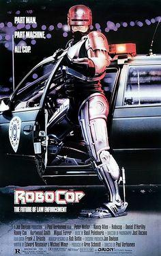 Un classico della fantascienza, un film eccezionale e crudissimo per tematiche e immagini e non soltanto il giocattolone per bambini che Hollywood ne ha voluto fare negli anni successivi… Un Oscar per il montaggio sonoro nel 1988, un gioiellino per costi e incassi, Verhoeven al suo meglio!