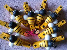 Pregadores de abelhinhas Ideal p/ lembrancinhas  Pode ser ima Pedido minimo: 30 unidades R$ 3,15